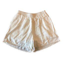 Shorts Branco com Apliques e Barra Malagueta
