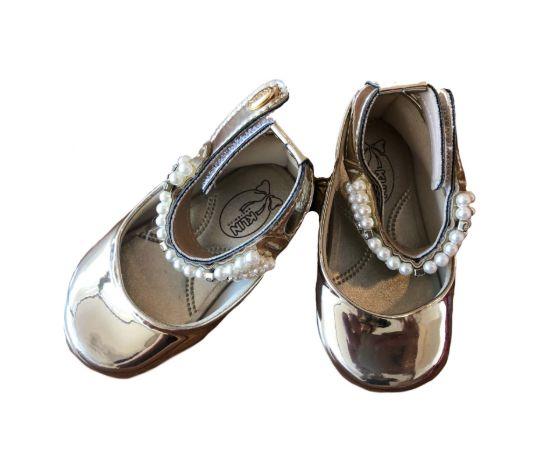 Sapato Dourado com Pérolas Klin