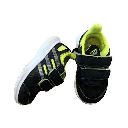 Tênis Adidas com Velcro Adidas