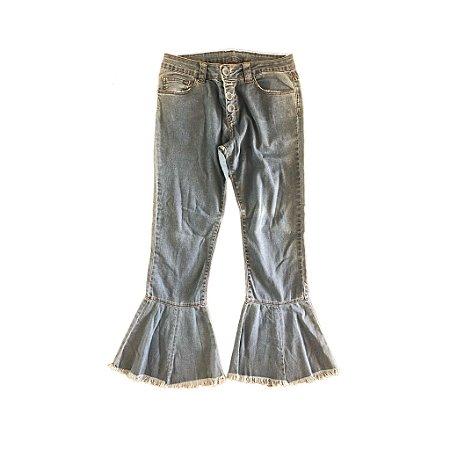 Calça Pantacourt Jeans Barra Boca de Sino Desfiada Mixed