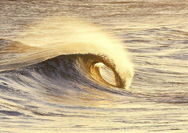 Onda dourada quebrando com vento terral - Balneário Rincão