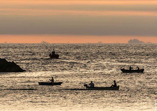 Sunset com barcos ao mar