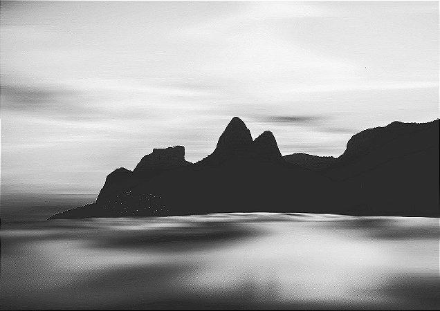 Arpoador - Pôr do Sol dentro do mar em P&B