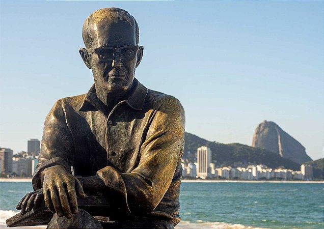 Carlos Drummond na rua princesinha do Mar