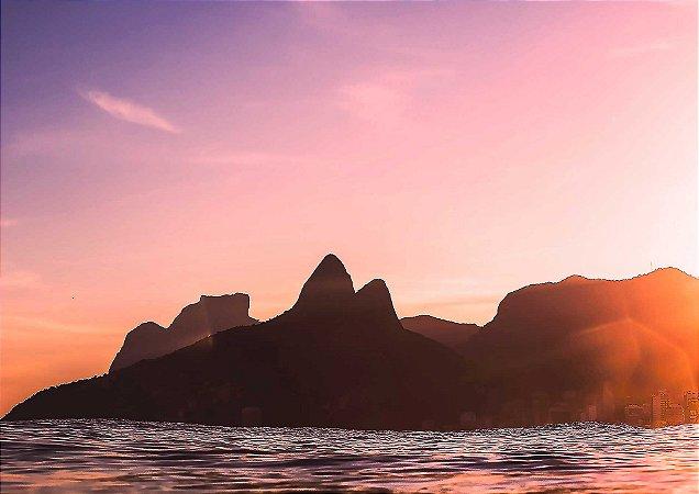 As cores vistas de dentro do mar, do verão carioca