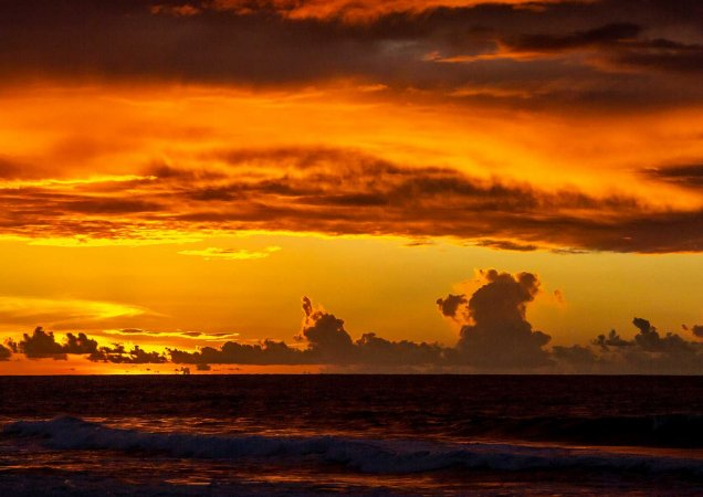 Pôr do sol com vista para o mar