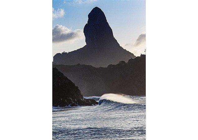 Onda e ao fundo Morro do Pico