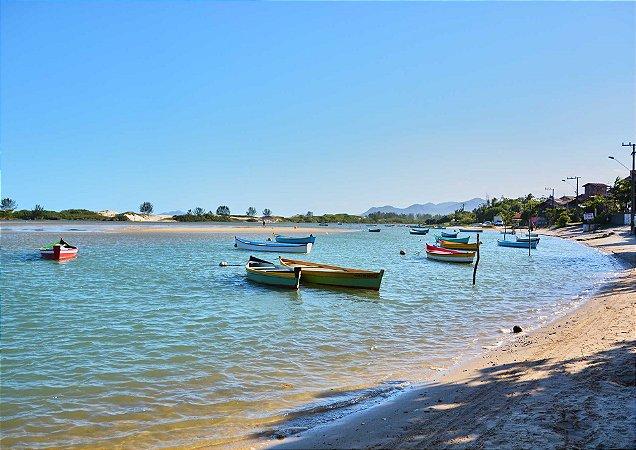 Barcos na Praia da Guarda do Embaú em Santa Catarina