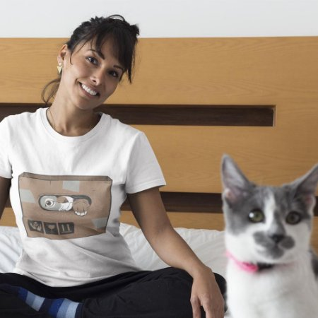 Gato na Caixa de Papelão
