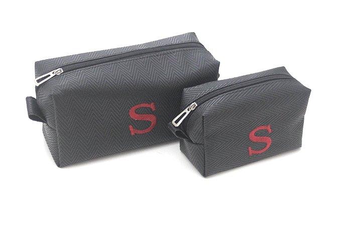 Kit com 2 Necessaires pretas bordado S vermelho