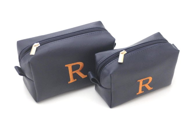 Kit com 2 necessaries azul marinho bordado R laranja