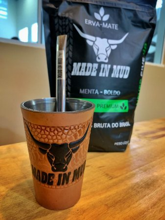 kit 1 Erva Mate Made in Mud Menta/Boldo 500g + Bomba de Mola Made in Mud Inox Rustic + Copo Made in Mud Encapado em Couro + Adesivo Clássico Médio Made in Mud