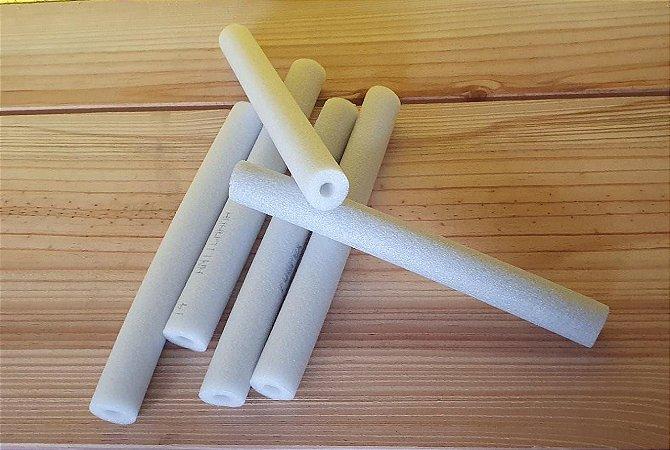 Tubo Isolante -  Espuma roliça - Barra com 25 cm de comprimento (30mm diâmetro) - Cores: Branco e gelo (será enviado o que estiver disponível) - *Venda por unidade*