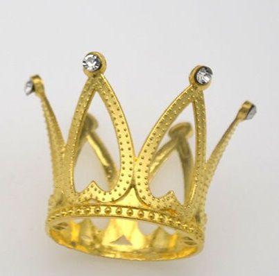 Coroa de metal (ferro) dourada com argolas para fixação. Tamanho: 5 cm x 3,5 largura (base), dourada - Venda por Unidade