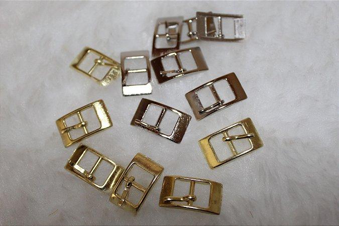 FIVELA DE METAL, Quadrada, Cor Dourada ou prateada, Tamanho: 24mm X 13mm - Embalagem com 10 unidades