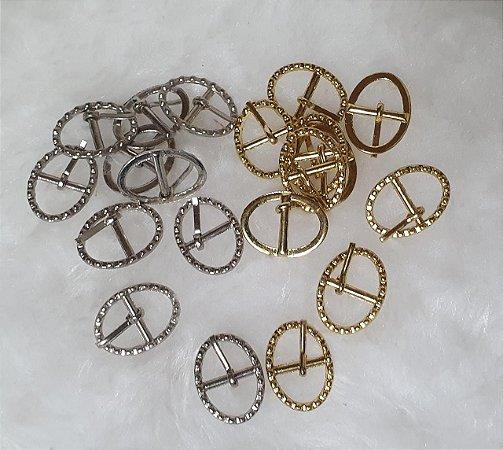 Fivela de Metal Oval trabalhada, 20mm x 15mm - Cor: Dourada ou prateada, *Embalagem com 10 unidades da cor escolhida*