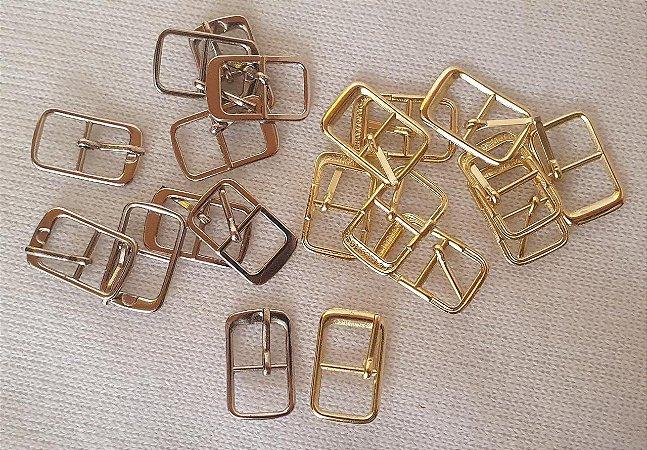 FIVELA DE METAL, Quadrada, Cor Dourada ou prateada, Tamanho: 21mm X 13mm - Embalagem com 10 unidades