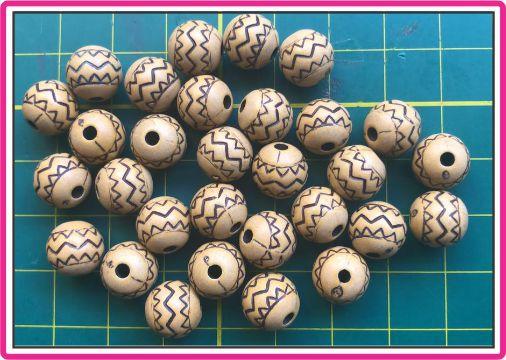 Entremeio - Bola de Resina Decorada - Tamanho 10 mm - Com Furo - (Pacote com 30 unidades)