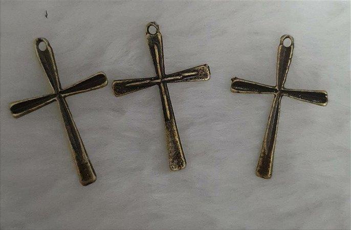 Pingente Cruz - Ouro velho - 30x20mm - pacote com 3 unidades