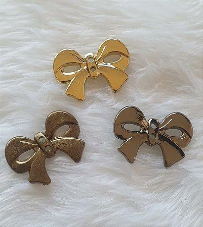 Botão Laço metalizado com dois furos- 20mm x 26mm - Cores: Ouro velho, dourado e ônix -  Embalagem com 5 unidades da mesma cor
