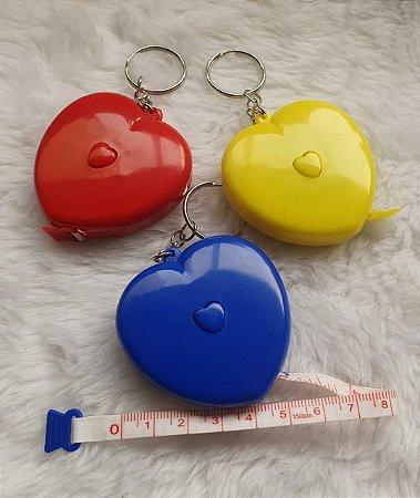 Trena Chaveiro Coração com botão retrátil -  Fita com 1,50 metros - venda por unidade - cores: vermelho, azul e amarelo