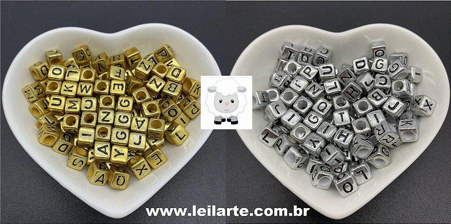 Entremeio, Passante,  Quadrado (dadinho) com letras (alfabeto) - Tamanho 7 mm *Pacote com 490 gramas* Dourado ou níquel (prateado)