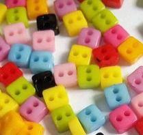 Micro Botão Quadrado Colorido -Plástico - Tamanho 5 mm - (Pacote com 50 unidades)