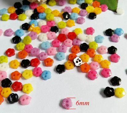 Micro Botão Flor  - 6 mm - *Pacote com 50 botões de cores variadas*