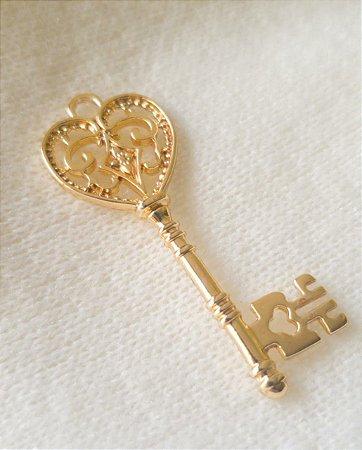 Pingente Chave Coração Dourado (47mm X 21mm)