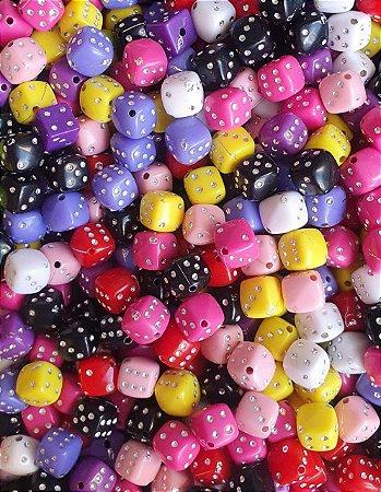 Passante Dado Dadinho com imitação de strass - Colorido - Tamanho: 8mm - *Pacote com 50 gramas com cores aleatórias*