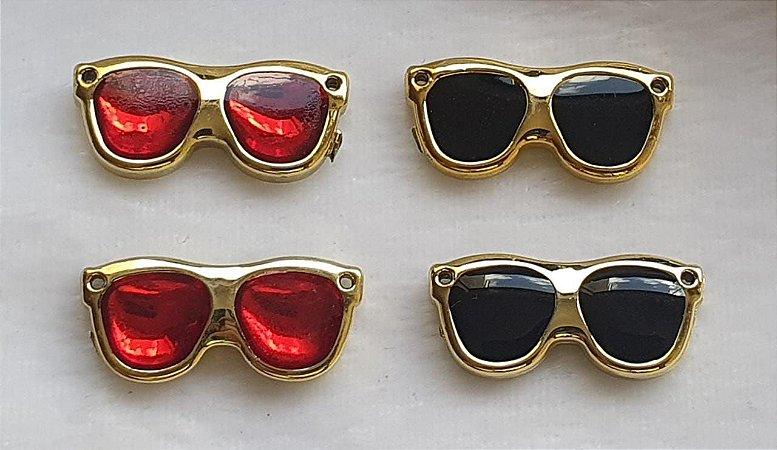 Aplicação Óculos - ABS com Resina  preta ou vermelha - Tamanho: 29mm X 14mm - Embalagem com 2 unidades