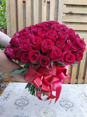 Mega Buquê 100 Rosas Vermelhas Nacionais