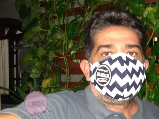 Máscara de proteção em tricoline Chevron Stripes - Azul Marinho