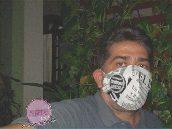 Mascara de proteção tripla feita em tricoline mista estampa jornal