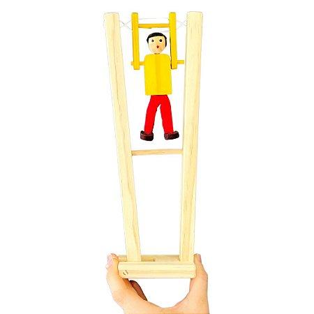 Trapezista de madeira - Brinquedo Educativo com Movimento