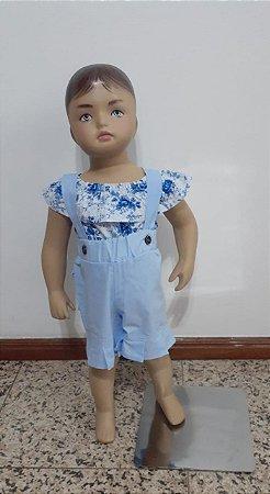Jardineira com babado no shorts e blusinha estampada ciganinha