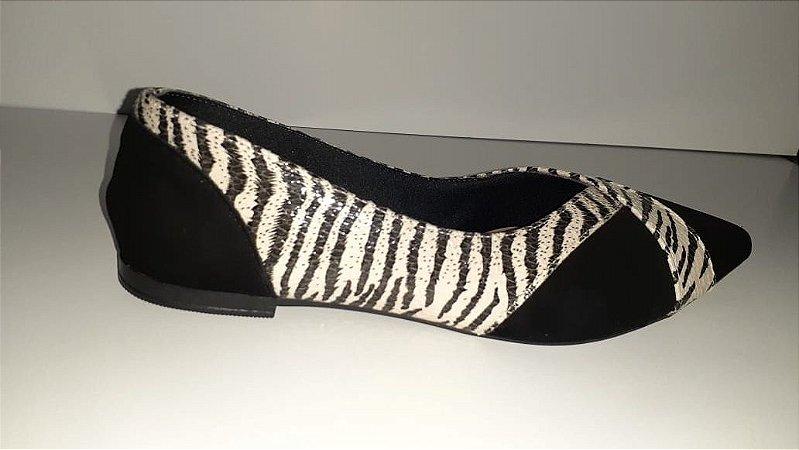 Sapatilha preta com detalhes em zebra