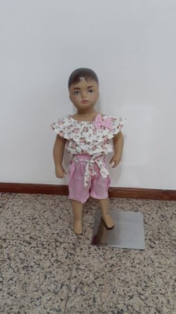 Conjunto blusa floral ciganinha e bermuda lisa e faixa estampada