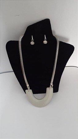 Conjunto colar e brinco corrente prata com resina cru