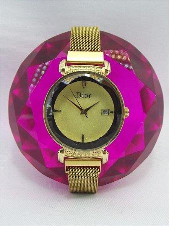 Feminino Dior Dourado com Fundo Dourado