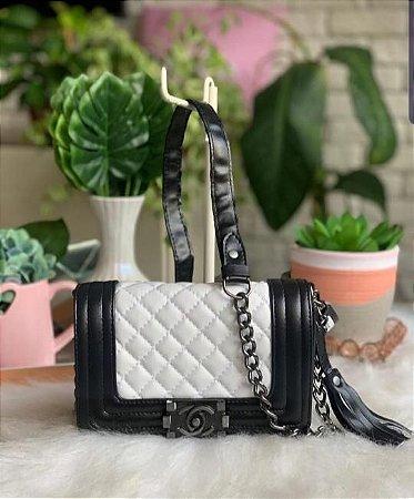 Bolsa Chanel Boy New Medium - Preta com Branca