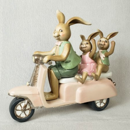 Família de coelhos na lambreta - Resina