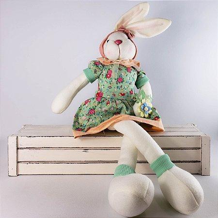 Coelha de pano sentada c/ vestido verde florido 30cm