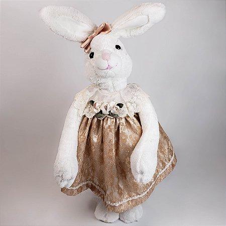 Coelha de pelúcia c/ vestido de renda nude 56cm