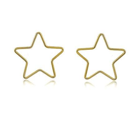 Brinco tamanho médio banhado a ouro de estrela vazada