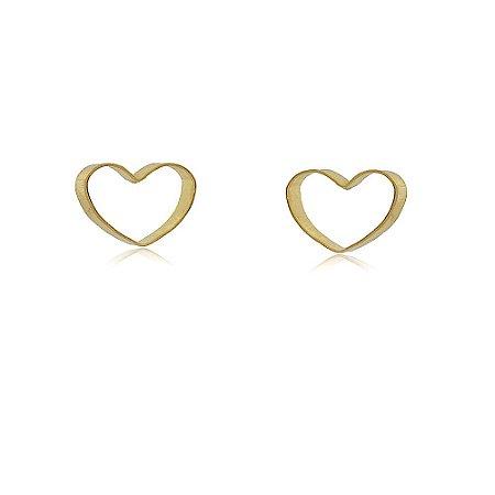 Brinco pequeno em formato de coração banhado a ouro