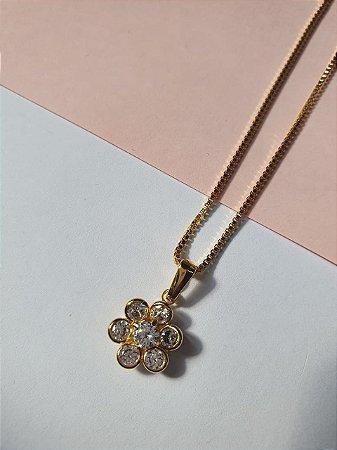 Colar banhado a ouro com pingente de flor incolor