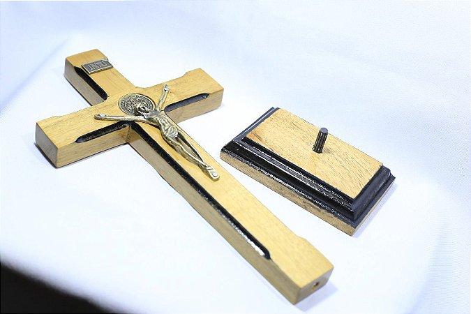 Crucifixo De Mesa Com Medalha De São Bento 23cm