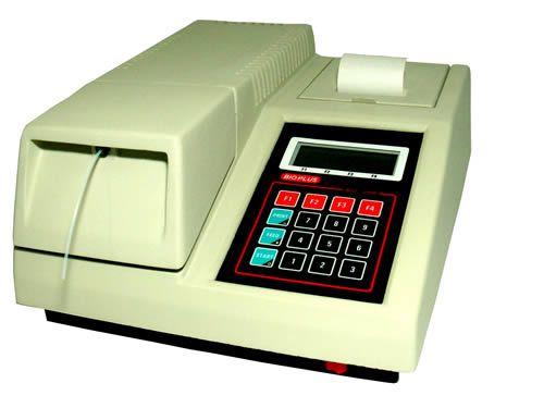 ANALISADOR SEMI AUTOMÁTICO de Bioquímica marca BIOPLUS, modelo BIO 2000