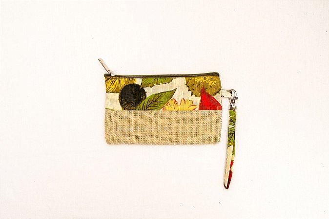 Necessaire Estojo de Juta e Retalho de Tecido Floral Com Alça de Mão e Zíper - Costurando Sonhos Brasil